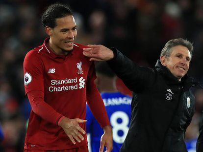 Claude Puel bromea con Van Dijk tras un partido de Premier.
