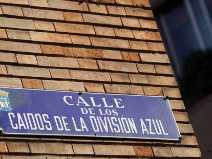 Placa de la calle de los Caídos de la División Azul.