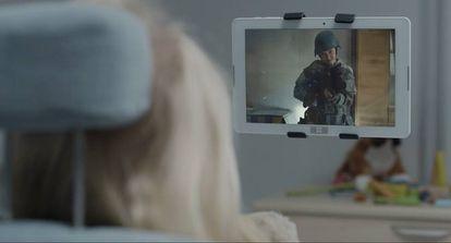 En 'Arkangel', capítulo de la cuarta temporada, una de las secuencias que bloquea el dispositivo instalado en la niña pertenece al capítulo 'El arte de la guerra', de la temporada tercera.