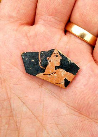 Restos de cerámica del S.VI aC hallados durante la exploración.