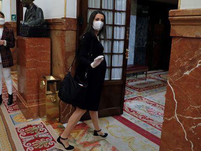 Inés Arrimadas, líder de Cs, llega al pleno del Congreso de la prórroga del estado de alarma.