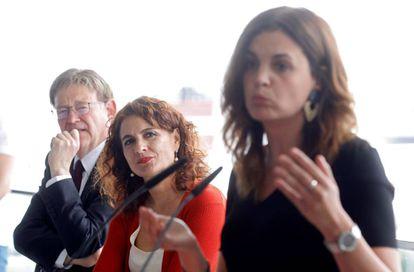 El president de la Generalitat, Ximo Puig, la ministra de Hacienda, María Jesús Montero, durante un acto en Valencia.
