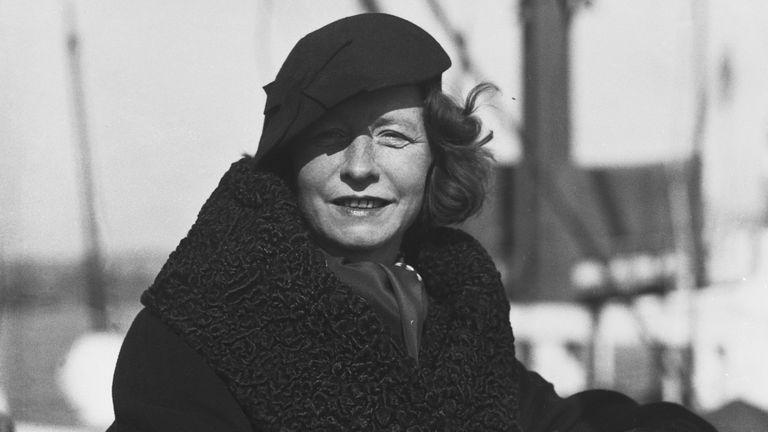 La poeta Edna St. Vincent Millay en 1934 a su regreso a Estados Unidos tras una larga estancia en Europa.