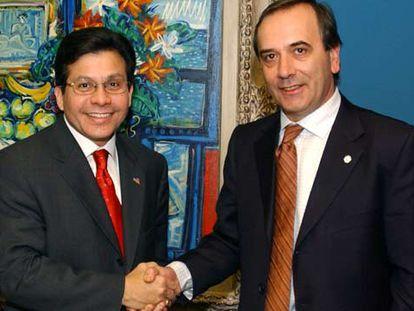 El fiscal general de EE UU, Alberto Gonzales (izquierda), con el ministro del Interior, Antonio Alonso, en Madrid.