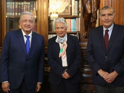 Andrés Manuel López Obrador, Olga Sánchez Cordero y Adán Augusto López como nuevo titular de la SEGOB, en Palacio Nacional.