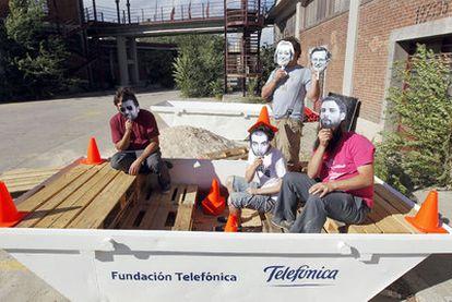Miembros del colectivo Zuloark, creadores del parque de juegos que el sábado se instalará en Gran Vía con motivo de La Noche en Blanco.