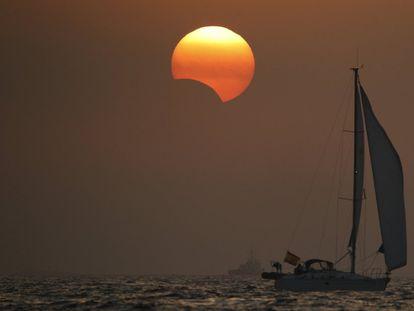Puesta de sol durante un eclipse, en la localidad de Portosín (A Coruña), el 21 de agosto de 2017.