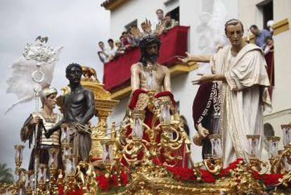 Un esclavo negro en un paso de la Semana Santa de Sevilla.