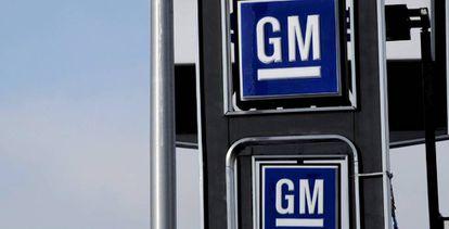 Logo de General Motors en un concesionario