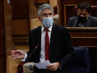 El ministro del Interior, Fernando Grande Marlaska, durante su intervención en la sesión de control al Ejecutivo, este miércoles en el Congreso.