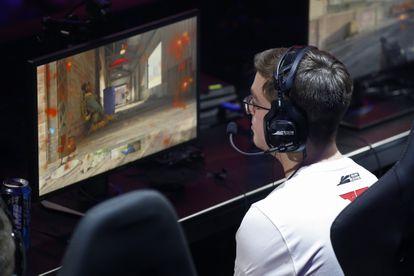 Un jugador de eSports compite en la liga estadounidense del videojuego Call of Duty.