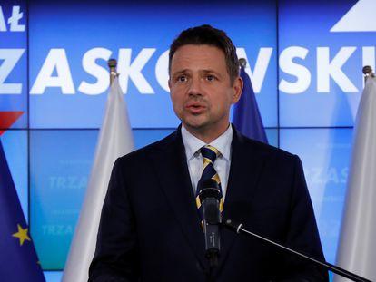 El alcalde de Varsovia, Rafal Trzaskowski, en una rueda de prensa tras las elecciones presidenciales el 13 de julio de 2020, en Varsovia.