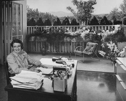 Ayn Rand en su casa de San Fernando Valley en 1949