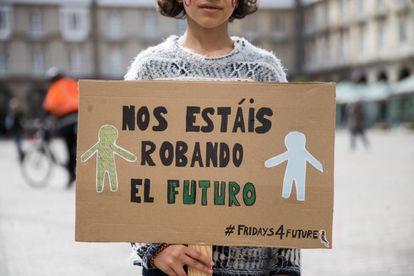 Concentración de personas en la plaza de Maria Pita, en A Coruña, en la huelga contra el cambio climático.