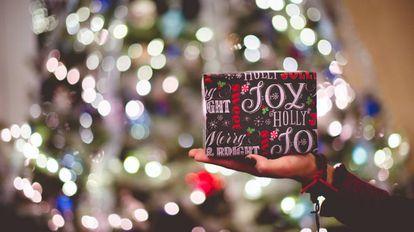 Elige entre la variedad de regalos que te proponemos para la Navidad (muchos de ellos con descuento) y para todos los bolsillos.