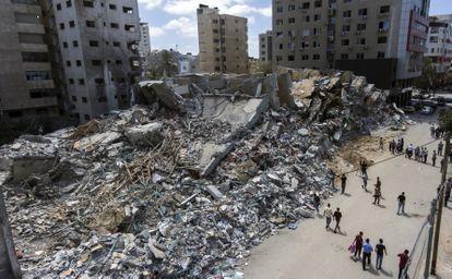 Restos del edificio que albergaba oficinas de varios medios de comunicación, destruido por bombardeos israelíes el pasado 17 de mayo.