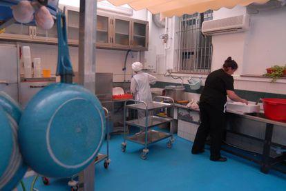 Personal en la Cocina Económica de Ferrol.