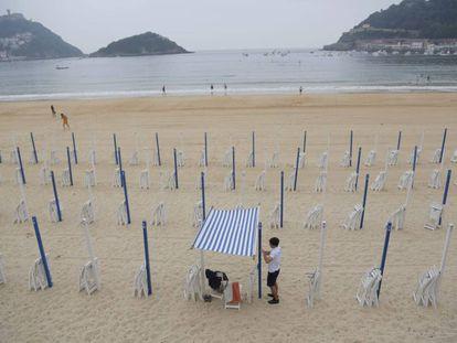 Esta es la imagen que presenta hoy la playa de La Concha, en San Sebastián.