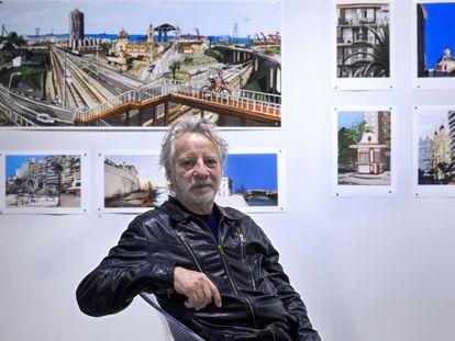 Xavier Mariscal, junto a obras de su exposición 'Luz de Valencia'.
