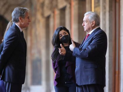 El presidente mexicano, Andrés Manuel López Obrador, conversa con el secretario de Estado Antony Blinken, la mañana de este viernes.