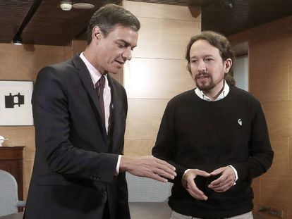 Sánchez e Iglesias, al inicio de la reunión que mantuvieron el 11 de junio en el Congreso.