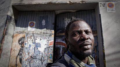 Katim, el subsahariano que trabaja en un almacén de recogida de chatarra.