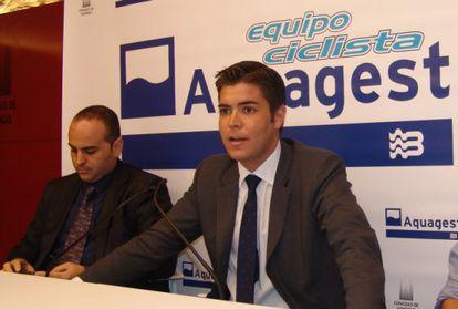 Varela junto a Henry Laíño, gerente de Aquagest