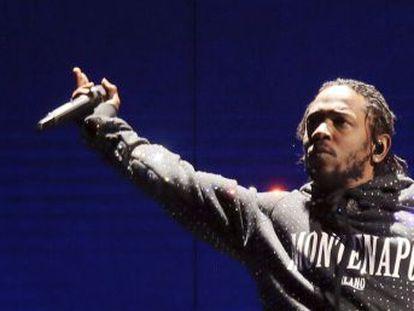 Kendrick Lamar detuvo su concierto en el Hangout Fest cuando una fan a la que había invitado al escenario repitió varias veces el término  nigga