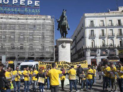 Alumnos del Conservatorio de Móstoles en la Puerta del Sol de Madrid.