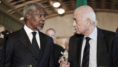 Annan y el secretario general de la Liga Árabe, Nabil el Arabi, en El Cairo.