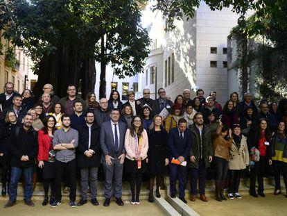 Los parlamentarios valencianos celebran la aprobación de la nueva renta de inclusión.