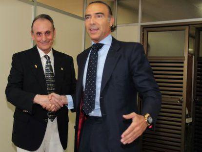 Manuel Ruiz de Lopera y Luis Oliver se saludan tras la compra del Betis por éste último.