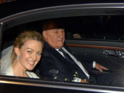 Marta Ortega llega con su padre a la ceremonia.