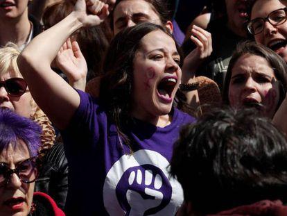 Concentración feminista contra la sentencia de La Manada durante la celebración del 2 de Mayo.
