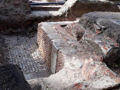Los restos de una potente cimentación subterránea en el Centro Meteorológico del Retiro.
