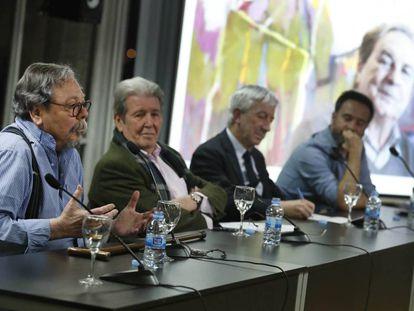 Desde la izquierda, Alberto Corazón, Jorge Herralde, Luis Fernández-Galiano y Eduardo Verdú, en el homenaje.