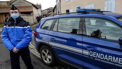 Una policía en la localidad de Saint-Just, este miércoles.