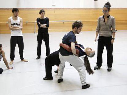 Laguna ensaya con los bailarines de la CND en el Real.