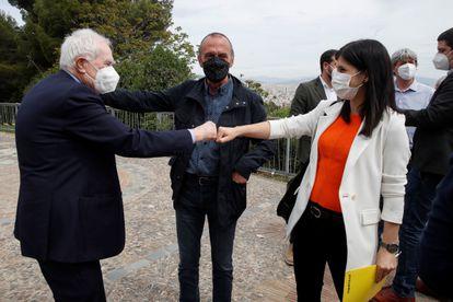 Ernest Maragall, líder de ERC en el Ayuntamiento de Barcelona, y Marta Vilalta, portavoz de ERC, se saludan en Montjuïc.