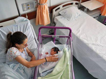 Joana Dias, de 19 años, en un hospital de Castelo Branco (Portugal), en 2013.
