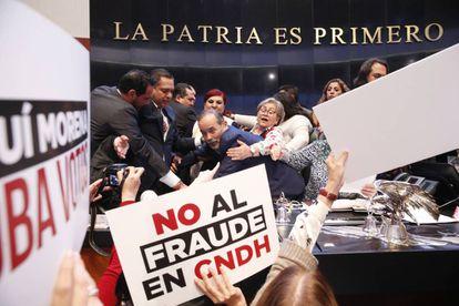 La trifulca en el Senado mexicano.