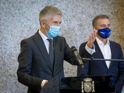 El ministro del Interior, Fernando Grande-Marlaska, durante la presentación de la nueva señalización de tramos de riesgo para motoristas, en la sede de la DGT, este miércoles.