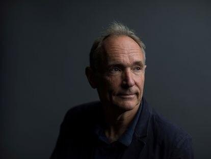 Tim Berners-Lee, sigue una conferencia durante el Festival Mozilla en Londres en 2018.