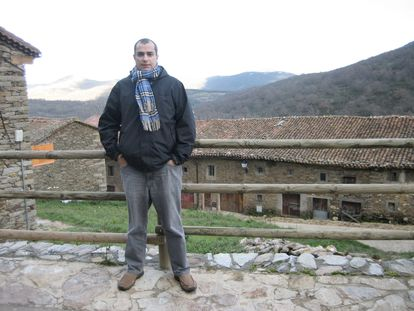 Ángel Lozano, de 48 años, víctima del coronavirus, en la sierra de Madrid, en una imagen cedida por su familia.