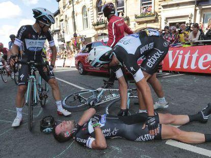 Cavendish, en el suelo, tras la caída en Harrogate