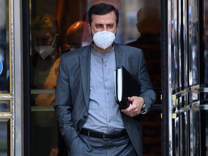 Kazem Gharib Abadi, representante de Irán en la Agencia Internacional de la Energía Atómica, abandonaba el martes la reunión en Viena.