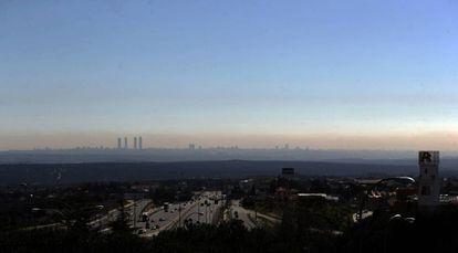 La 'boina' de contaminación de Madrid durante un episodio de alta polución.