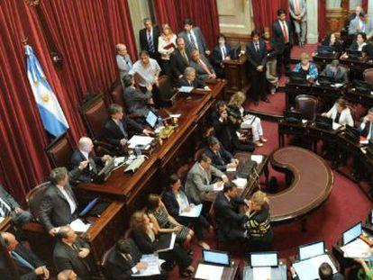 El pleno del Senado argentino debate el proyecto para compensar a la petrolera