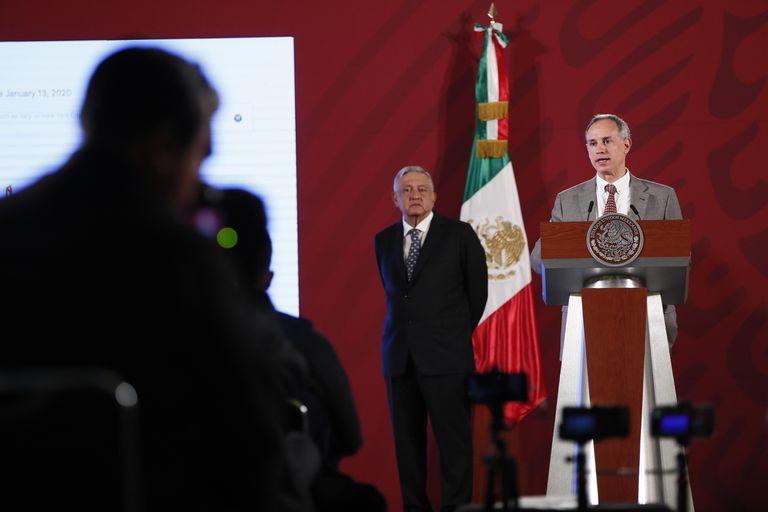 Hugo López-Gatell, junto al presidente Andrés Manuel López Obrador, comparece ante los medios, en mayo.