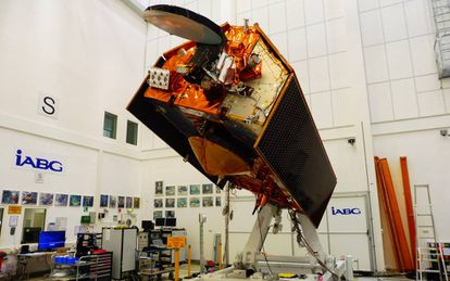 El satélite 'Sentinel 6', en la sala limpia de IABG en Ottobrunn, cerca de Múnich (Alemania).